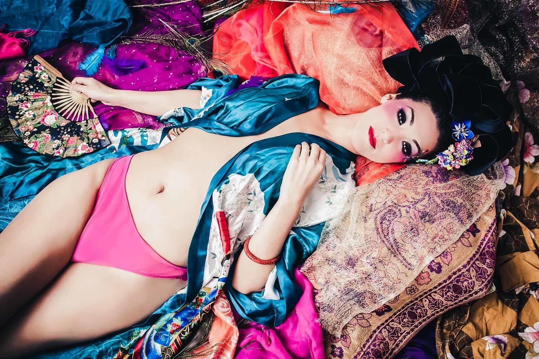 Female Boudoir Photographer, Vancouver Boudoir Photography, Beautiful colour Portrait Photography, exotic portraits, Vancouver Personal Portrait Photographer