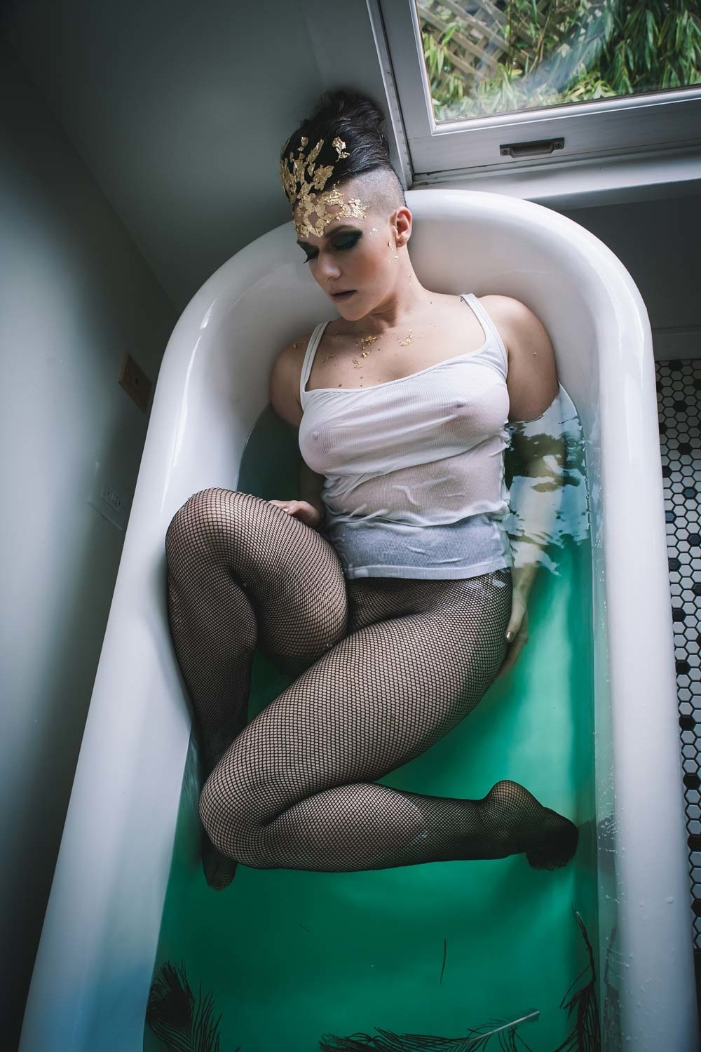 Edgy boudoir photography, vancouver editorial photographer, vancouver fashion editorial photography, bathtub boudoir photographer, claw foot tub